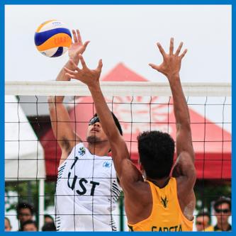 Skutki blokowania pocenia - dwóch sportowców grających w siatkówkę (siatkarski blok)