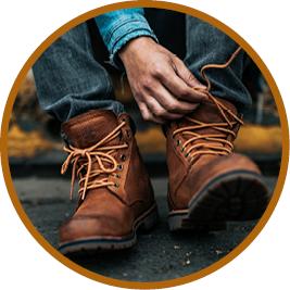 Sposoby na pocenie stóp dla sportowców - sznurowanie butów